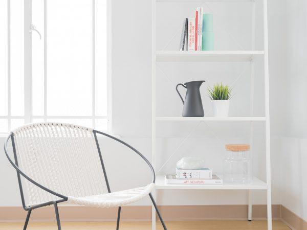Imagem de uma cadeira de corda.