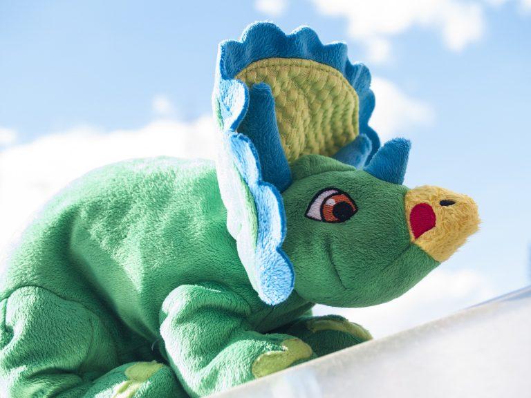 Imagem de boneco de pelúcia de dinossauro