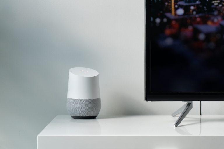 Imagem de um dispositivo Google Home.