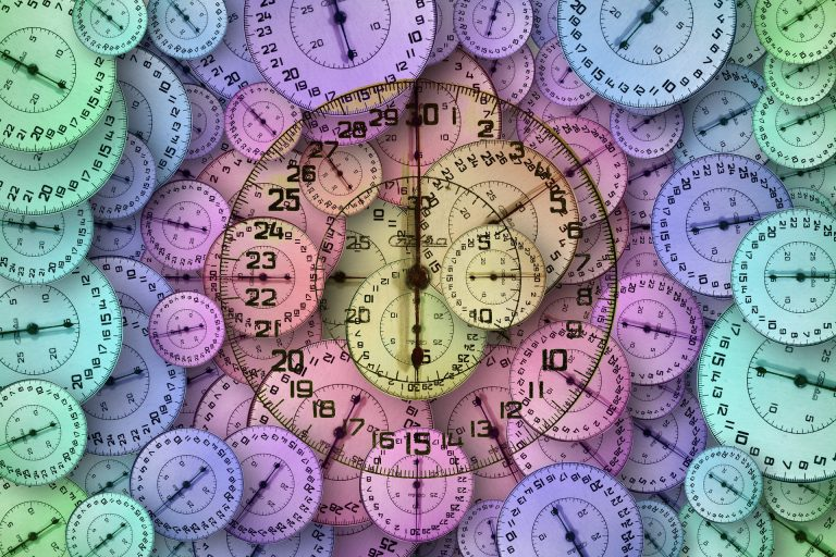 imagem contendo diversos painéis de cronômetro, indicando o quanto a precisão é importante