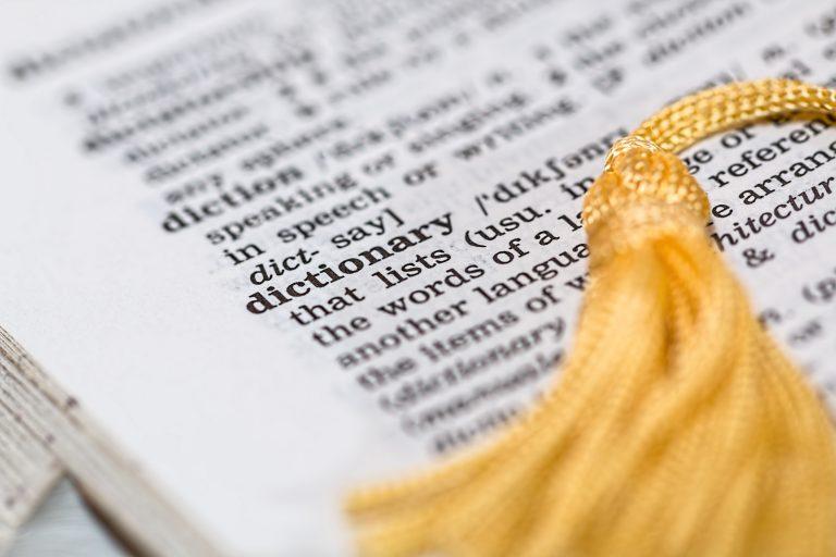 Imagem de um dicionário de inglês.