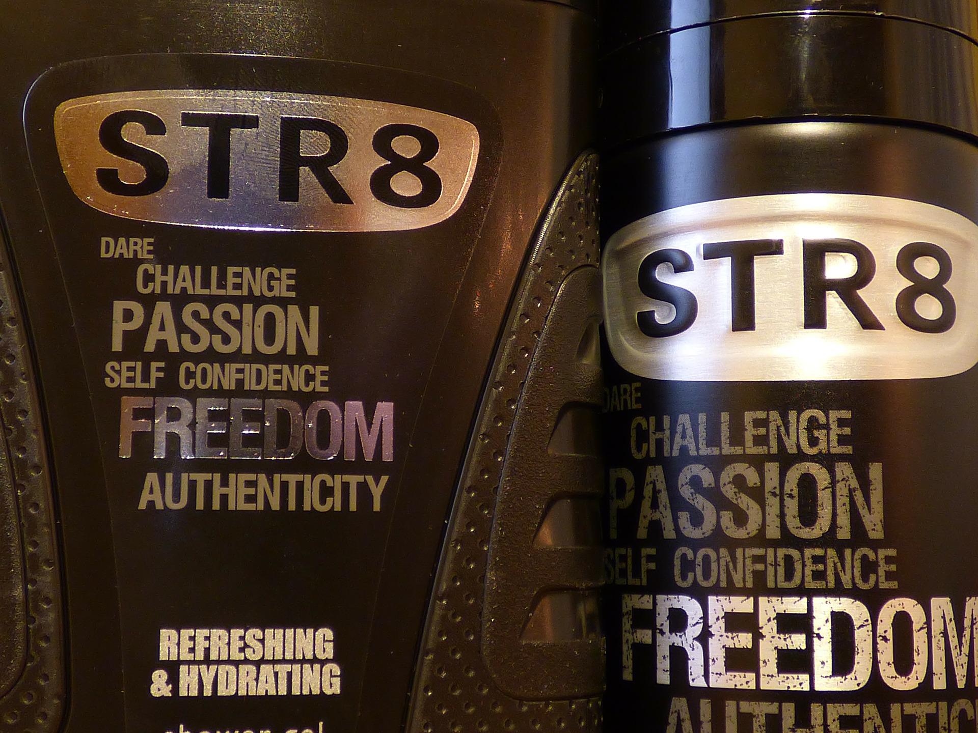 Imagem mostra frascos de desodorante em detalhes.