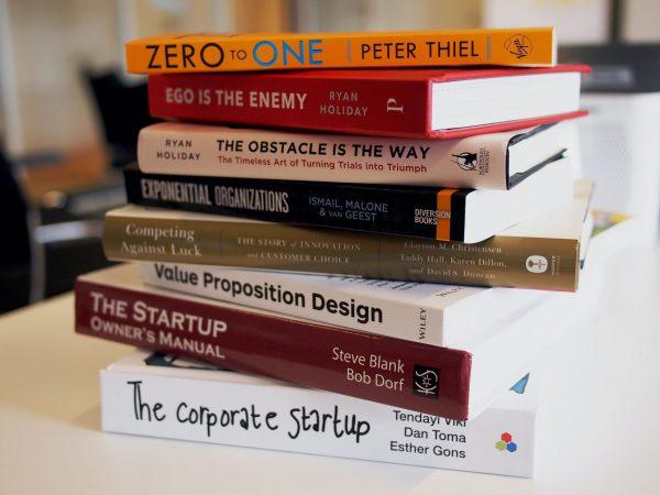 Imagem de livros de empreendedorismo.