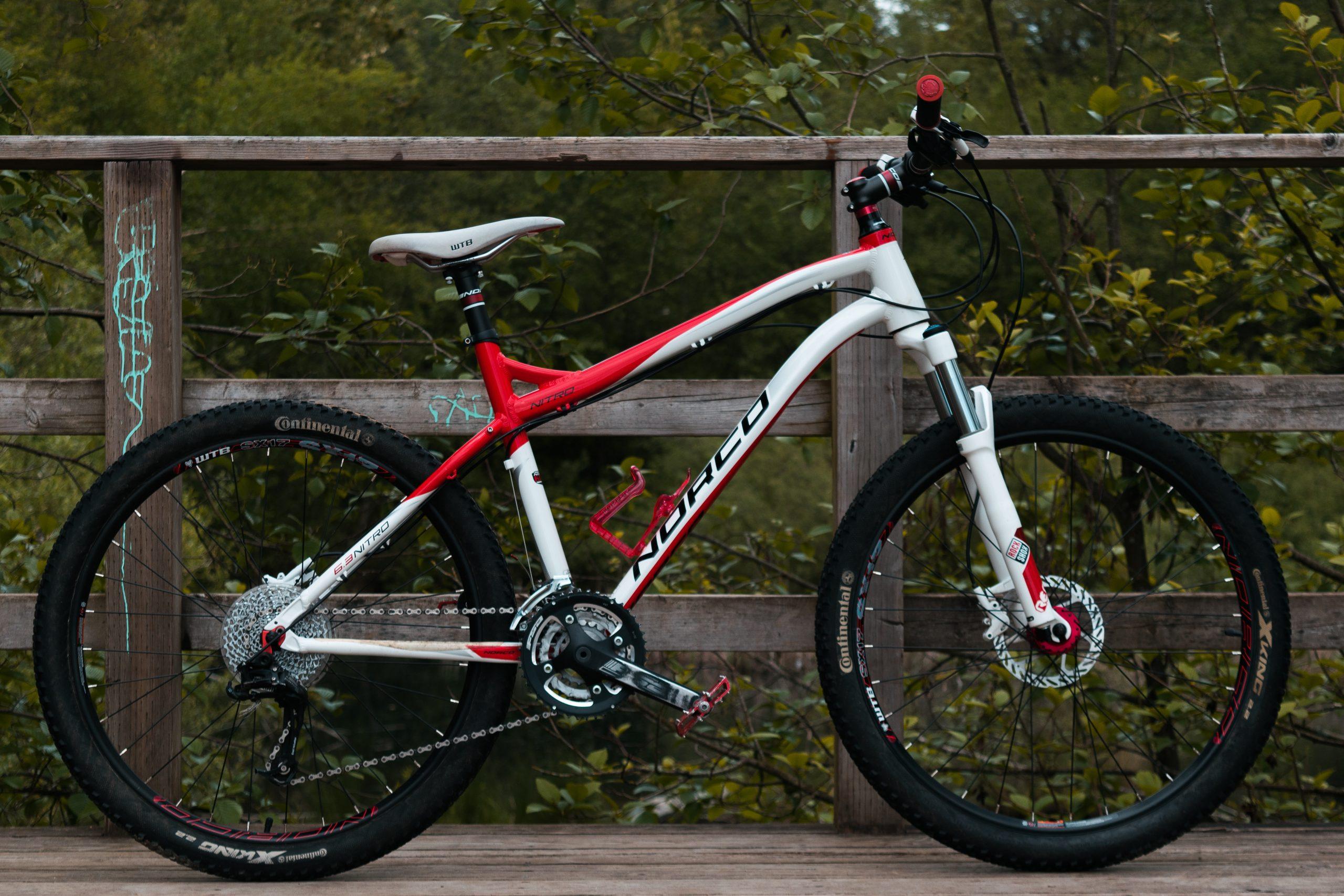 Imagem de uma bicicleta de trilha.