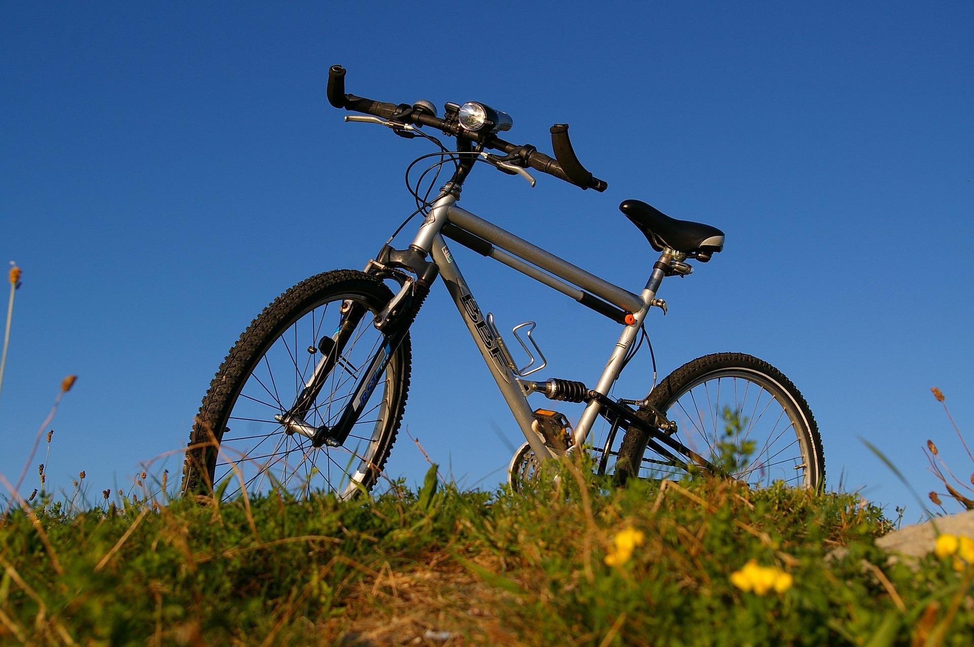 Imagem mostra uma bicicleta com bar ends.