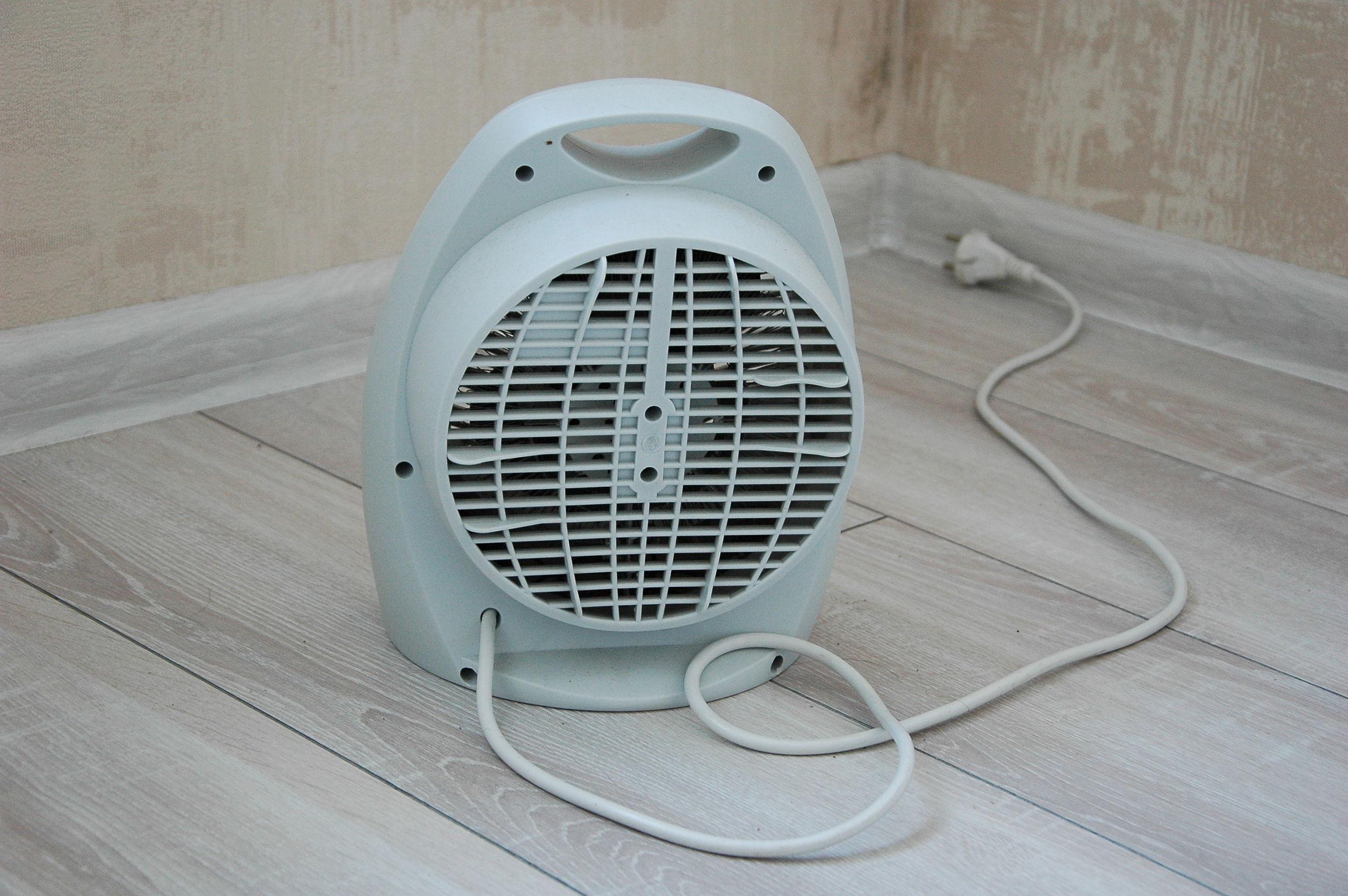 Imagem de um ventilador de mesa.